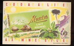 BUVARD:  CHOCOLAT MENIER LAIT AMANDES - FORMAT  Env. 12,5X20,5 Cm - Chocolat
