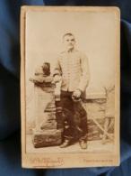 Photo CDV L. Ménard à Fontainebleau - Militaire Cavalier Du 4e Hussard, Ca 1885-90 L161 - Photographs