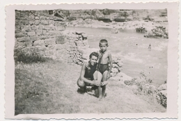 REAL PHOTO Ancienne, Guy And Boy Kid On Beach Mac Et Garcon Sur La Plage   Old  Photo ORIGINAL - Personnes Anonymes