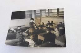 Photographie Originale De Presse WWII - Lecture à L'école D'une Lettre à Un STO - Propagande [circa 1941 -180X13] - War, Military
