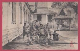 ASIE---CAMBODGE--PHNOM-PENH--- Musiciens Jouant Pour Une Fete Publique--animé - Cambodge