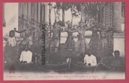 ASIE---CAMBODGE--PHNOM-PENH---Danseuses Du Roi Dans Le Mouvement De La Danse--beau Plan--animé - Cambodge