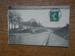 Tours , Le Canot Et Le Pont Du Milieux - Tours