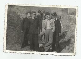 Men Pose For Photo  Hg113-136 - Personnes Anonymes