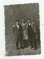 Men Pose For Photo  Hg115-136 - Personnes Anonymes