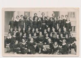 REAL PHOTO Ancienne, SCHOOL GIRLS  In Uniform And  Teacher FILLETTES Et Professeur Photo ORIGINAL - Personnes Anonymes