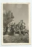 Men Pose For Photo  Hg106-136 - Personnes Anonymes