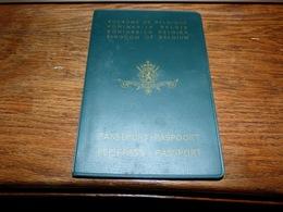 Ancien Passeport Paspoort Passport Reisepass Belgique Cachets Aéroport Le Bourget Malaga 1969 - Documents Historiques