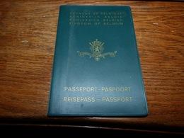 Passeport Paspoort Passport Reisepass Belgique Cachets Aéroport Le Bourget Malaga 1969 Directeur Laiterie Gilly - Documents Historiques