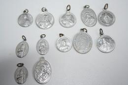 Lot De 12 Médailles Alu Diverses - Religion & Esotérisme
