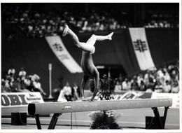 Grande Photo Originale Gymnastique Du Célèbre Photographe Eugene Kaspersky Compétition Gymnastique (1980's) Poutre - Sports