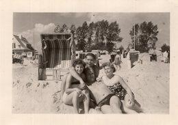 Holiday On Beach - Pin-Ups