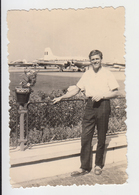 #27358 Vintage Orig Photo Man On Airport Romanian TAROM Airline IL-14 Airplane - Personnes Anonymes