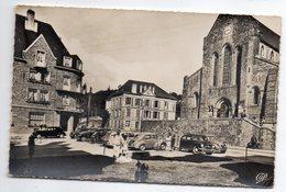 MORTAIN --1955---La Collégiale  (petite Animation , Belles Voitures Dont Citroen 2CV Et Renault 4 CV)-timbre-cachet -- - Otros Municipios