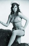 Caroline Munro  PHOTO POSTCARD  FILM STARS-4 - Mujeres Famosas