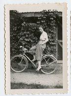 Jeune Fille Femme Woman Sexy Bike Elegance Velo Talon Heels 30s Pin-up 1933 Pantalon Fashion Mode Portrait Beauty - Personnes Anonymes