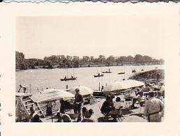 Foto Boote Auf Dem Wasser - Leute Mit Sonnenschirmen - Ca. 1940 - 5,5*4cm (39512) - Sports