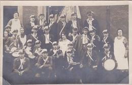 Groupe De Conscrits Avec Femmes - Classe 1925 - Lieu Non Identifié, à Situer - Région Autun (71) - Carte Photo F. Robb - Regiments