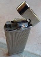 BRIQUET  ( Lighter Feuerzeug Accendino  Encendedor ) - Briquets