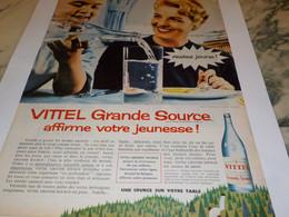 ANCIENNE  PUBLICITE AFFIRME VOTRE JEUNESSE GRANDE SOURCE  DE VITTEL  1960 - Publicité