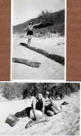 2 Photos Originales De 2 Pin-Up Sexy En Short à La Plage Vers 1930/40, Vélo, Sacoches Et Jeu D'équilibre Sur Le Sable - Pin-Ups