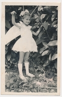 REAL PHOTO  - CUTE GIRL KID In Costume  Fillette  Vintage Photo - Personnes Anonymes
