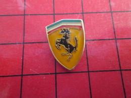 113b Pins Pin's / Rare & De Belle Qualité  THEME : AUTOMOBILES / LOGO DE LA MARQUE FERRARI CHEVAL CABRE - Ferrari