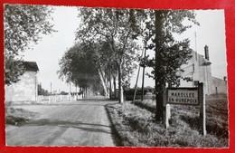 Cpsm 91 MAROLLES En HUREPOIX Passage A Niveau Gare Entree Du Pays - Other Municipalities