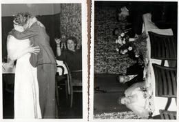 2 Photos Originales Mariage Et Euphorie Autour Du Baiser Langoureux Du Couple De Mariés Vers 1960/70 - Personnes Anonymes