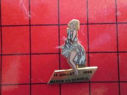 113b Pins Pin's / Rare & De Belle Qualité  THEME : VILLES / MARCQ EN BAROEUL ACCUEILLE MARYLIN MONROE EN 1992 Escroqueri - Villes