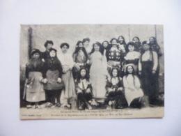 A464. CPA. 43. SAUGUES. (Haute-Loire)..Anciennes élèves De L'Ecole Laïque.   Beau Plan Animé. écrite & Voyagée 1907 - Saugues