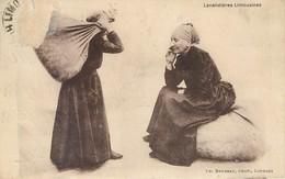 CPA 87 Haute Vienne Lavandières Limousines (Abimée En Haut Gauche Recto Cause Timbre Arraché...) Femmes Tradition - Andere Gemeenten