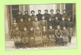 CPA Carte Photo De Classe  L'ECOLE D'AUTREFOIS - Groupe De Jeunes Filles, Petites élèves Dans Leur Habit Du Dimanche - Postcards