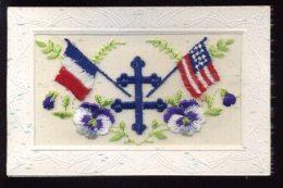 GUERRE 14/18 - CARTE BRODEE AVEC LA CROIX DE LORRAINE ET LES DRAPEAUX AMERICAINS ET FRANCAIS - Oorlog 1914-18