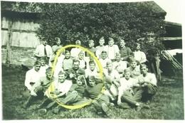 Photo 9x6 Militaria Prisonniers Stalag XC X C Nienburg-sur-Weser Photo De Groupe Avec Cachet Au Verso - Guerre 1939-45