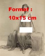 Reproduction D'une Photographie Ancienne D'une Jeune Femme Nue Sous Une Longue Robe En Voile Transparent En 1910 - Reproductions