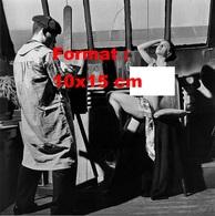 Reproduction D'une Photographie Ancienne D'une Jeune Femme Nue Servant De Modèle à Un Artiste Peintre Dans Son Atelier - Reproductions