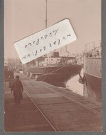 LE FOLKESTONE à Quai (  Photo Cartonnée 8 Cm X 11 Cm ) - Boats