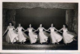 Photo Format Cpa. Danseuses. Belleville. A. Juvanon - Belleville Sur Saone