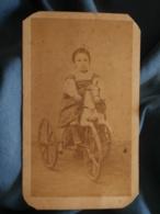 Photo CDV Neümann à St Jean D'Angely - Second Empire Jeune Enfant Sur Un Cheval Tricycle, Vers 1865 L180 - Anciennes (Av. 1900)