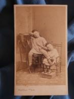 CDV  Photo Malfait à Dunkerque - TOP Second Empire, Deux Jeunes Enfants, Pose Atypique, Vers 1865 L299 - Anciennes (Av. 1900)