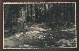 GUERRE 39/45 - LUMBRES (PAS-DE-CALAIS)  JUIN 1940 - SOLDAT ALLEMAND ET MATERIEL FRANCAIS DETRUIT - Guerre 1939-45