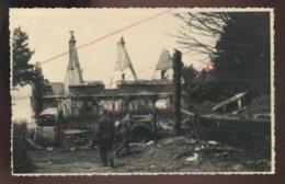GUERRE 39/45 - LUMBRES (PAS-DE-CALAIS)  JUIN 1940 - SOLDATS ALLEMANDS DEVANT LES RUINES ET LE MATERIEL FRANCAIS DETRUIT - Guerre 1939-45
