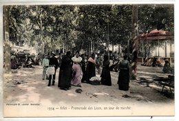 13. Arles. Promenade Des Lices Un Jour De Marché - Arles