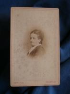 Photo CDV  Roth à Thionville  Portrait Femme Coiffure Avec Un Peigne (Mme Auguste Saur) CA 1880 - L425A - Anciennes (Av. 1900)