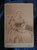 Photo Format Cabinet Courtois à Cognac  Repro Vers 1890 D'un Portrait Femme Assise Coiffe Second Empire  - L419 - Anciennes (Av. 1900)