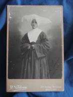 Photo Format Cabinet Verdeau à Moulins Religieuse  Fille De La Charité De St Vincent De Paul (Tante Lucie)CA 1885 - L423 - Anciennes (Av. 1900)
