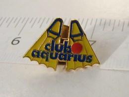 Jo. 18. Club Aquarius - Pins