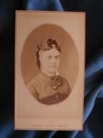 CDV Photo Maujean Et Léopold Dubois à Paris - Portrait De Mme Pean Née Debecourt Vers 1870-75 L425A - Anciennes (Av. 1900)