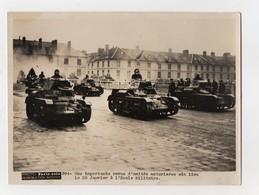 PHOTO PARIS SOIR - MILITARIA - 1936 - REVUE D'UNITES MOTORISEES A L'ECOLE MILITAIRE - Guerre, Militaire